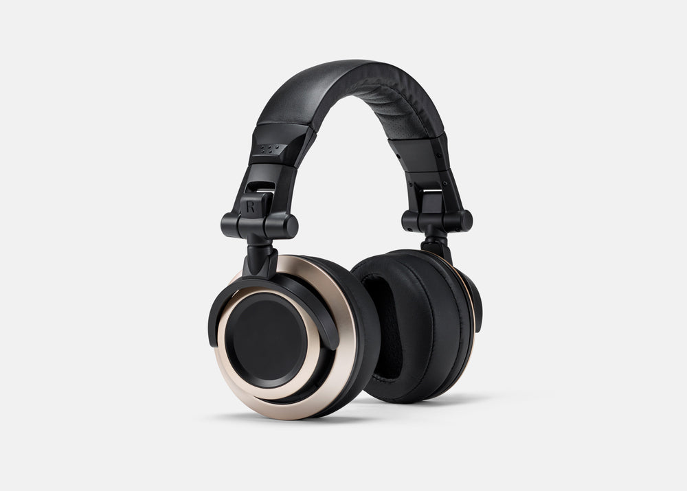 CB-1 CB-1 Headphones – Rotated