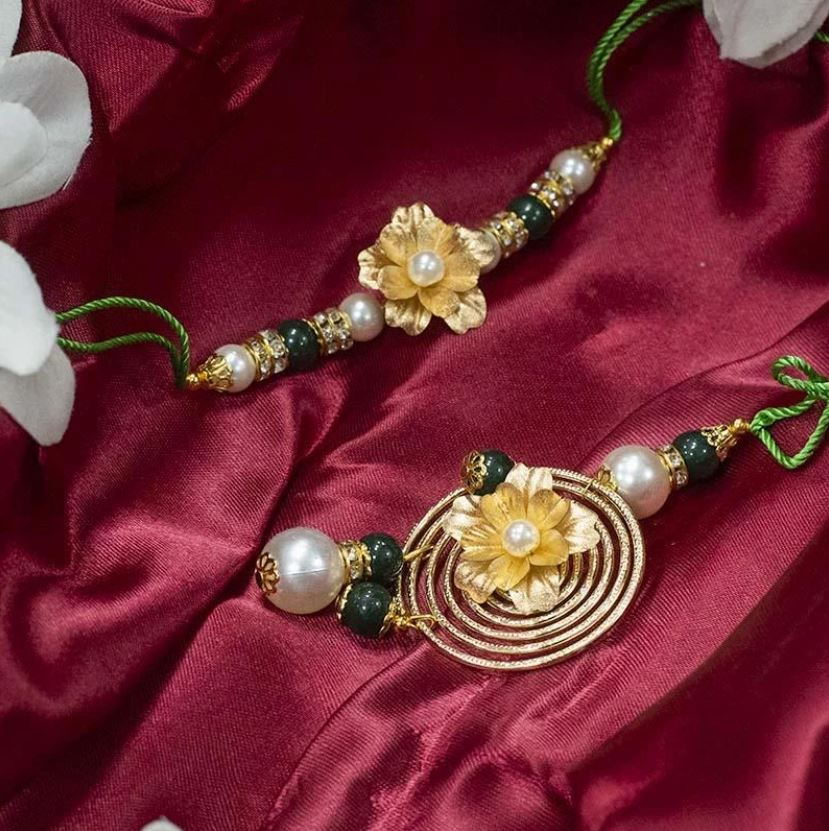 https://therakhishop.com/collections/rakhi-delivery-worldwide/products/24k-gold-foil-floral-bhaiya-bhabhi-lumba-rakhi-set-of-2