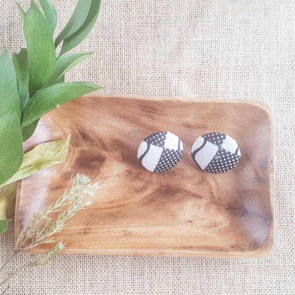 Kinobo African fabric earrings - Black and white