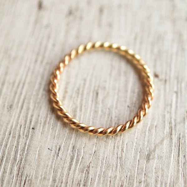 Twist ring, 10k gold