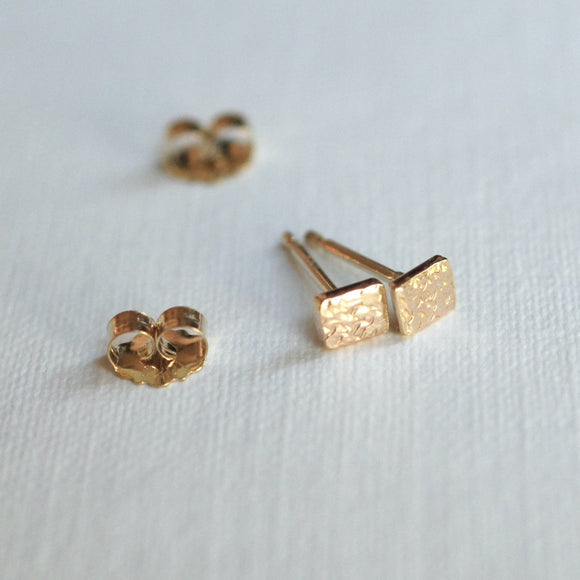tiny gold square stud earrings