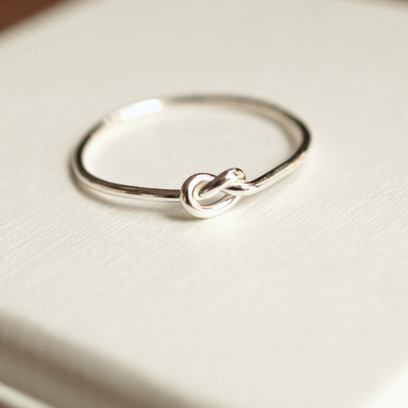 Sterling silver single knot ring