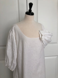 1760 Linen Shift with Extra Full Gathered Sleeves