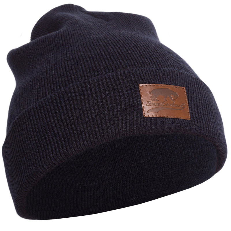 Cap with leather logo stitching