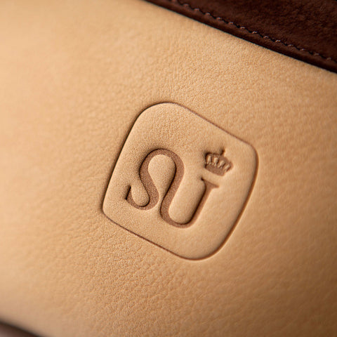 "Bags-by-Sumageza-SU-Logo ""SU"" stands for Aesthetics - here the Logo of ""SU"" embossed on beige nubuck leather"