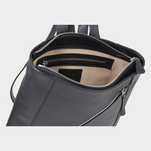 Bags-by-SUMAGEZA-SU-Backpack-slim - backpack-black-calf leather, interior-14, inside lined with light coloured leather, additional zipper compartment