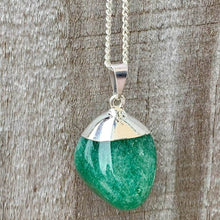 Load image into Gallery viewer, Shop for the best quality and beautiful Green Aventurine Crystal Necklaces. Green Aventurine Crystal Necklaces and pendants with Natural Gemstone Semi Precious Healing Jewelry. Free Shipping Available on Magic Crystals Pendientes en forma de corazon. Pendientes y collares verdes.