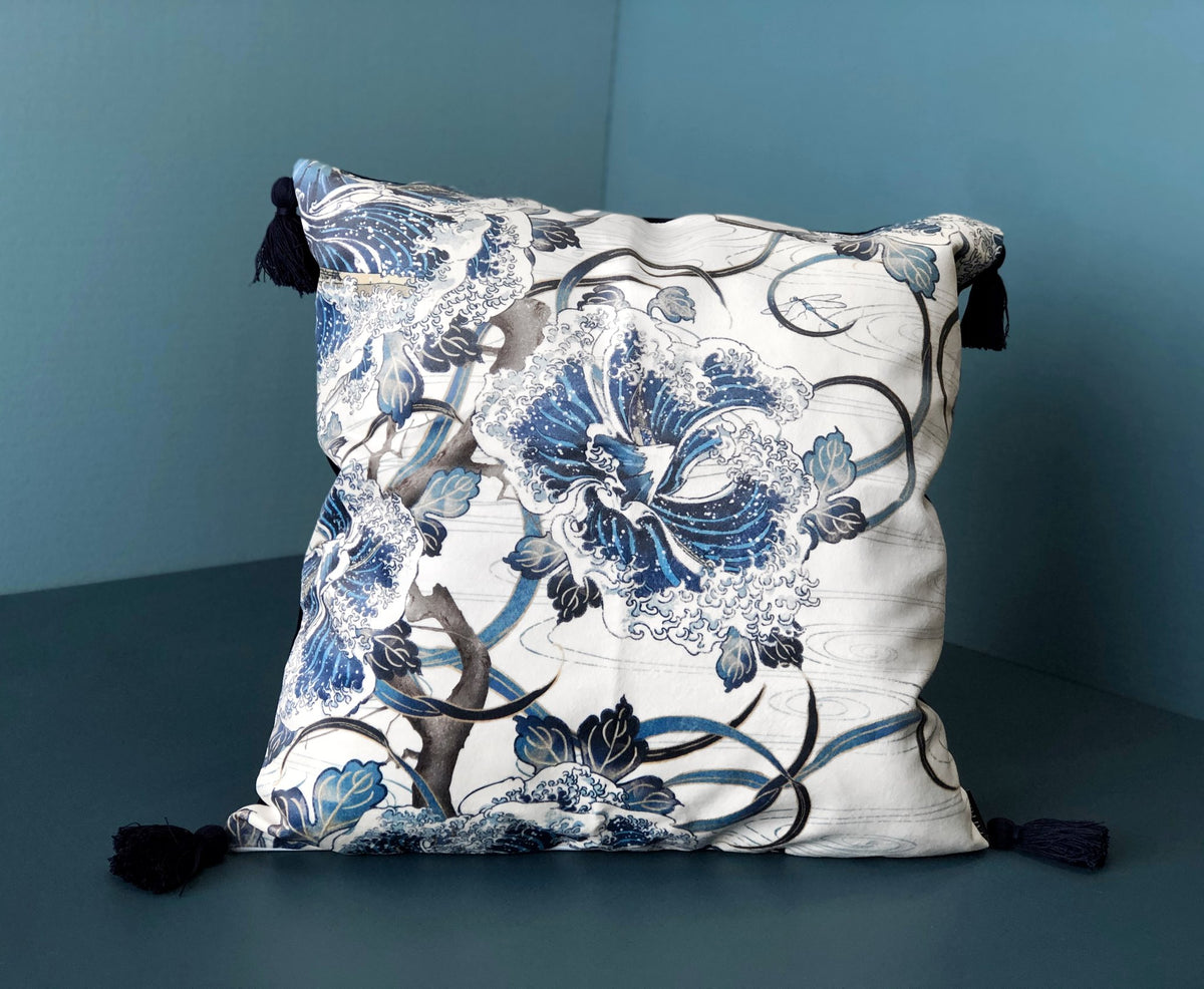 Great Wave Velvet Throw Cushion