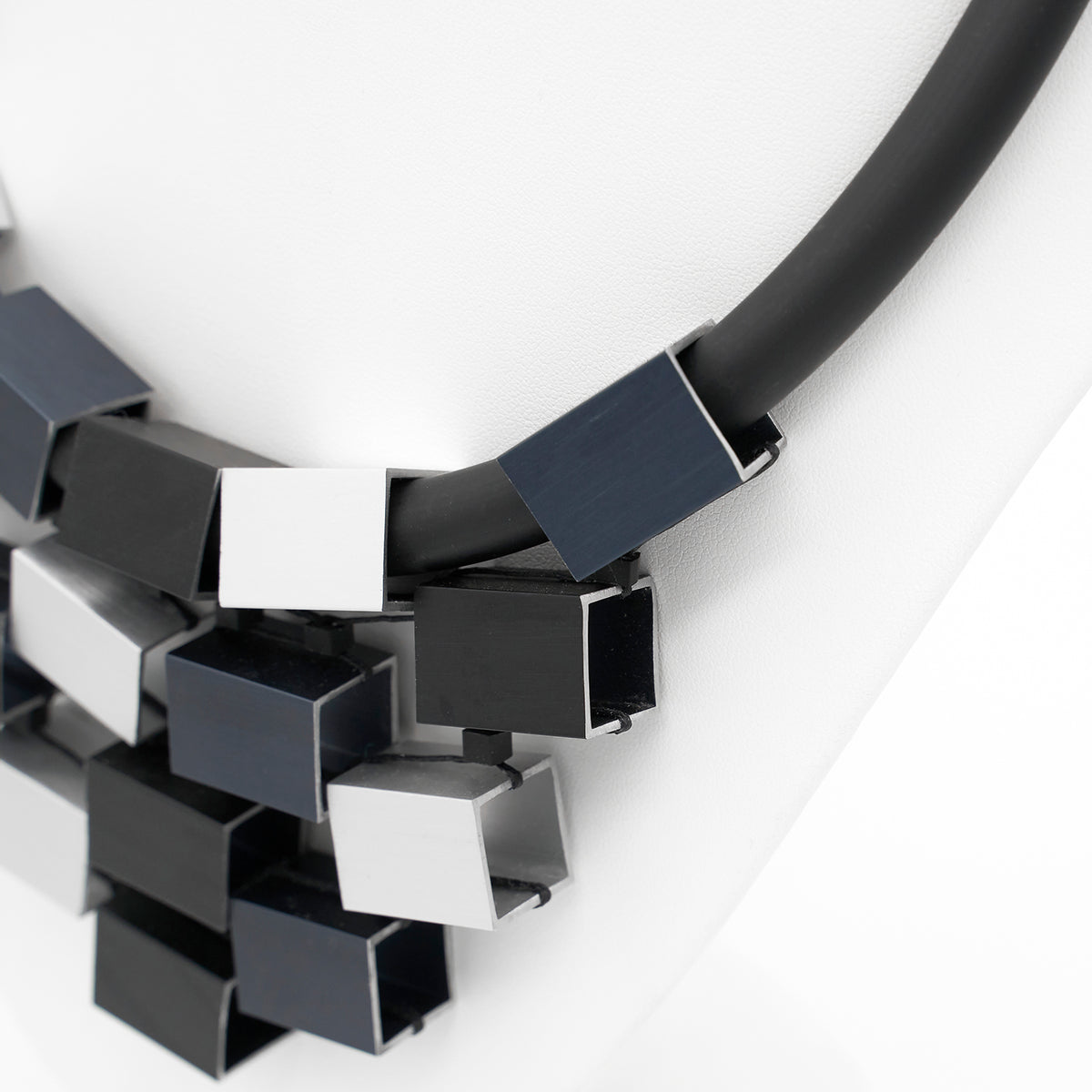 GREY CUBED NECKLACE CB6