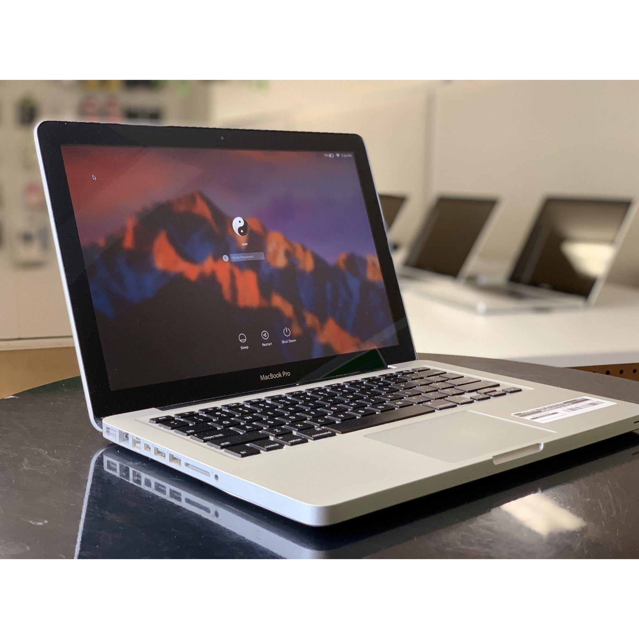 MacBook Pro (15-inch, Late 2011) - Intel Core i7 @ 2.2 GHz -16GB Ram - 256GB SSD