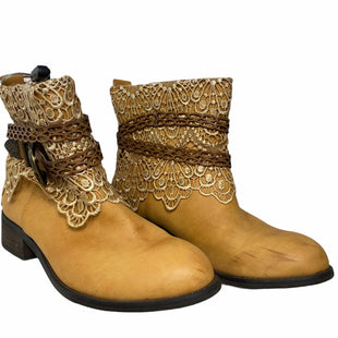 Primary Photo - BRAND: VERY VOLATILE STYLE: BOOTS ANKLE COLOR: TAN SIZE: 10 SKU: 207-207288-585OTHER: LIGHT SCRATCHES