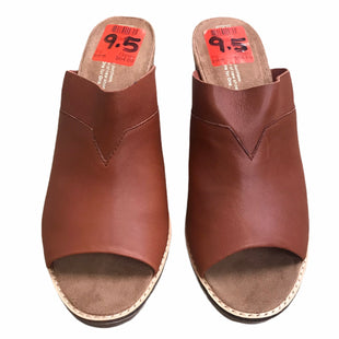 Primary Photo - BRAND: TOMS STYLE: SANDALS HIGH COLOR: BROWN SIZE: 9.5 SKU: 207-207139-57842
