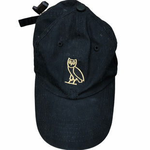 Primary Photo - BRAND:    CLOTHES MENTOR STYLE: HAT COLOR: BLACK OTHER INFO: DRAKE - SKU: 207-207278-4598