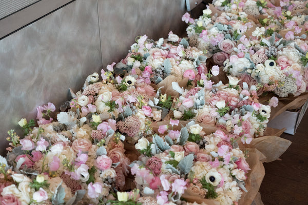 flower arrangements pink pretty event - Élan Flowers