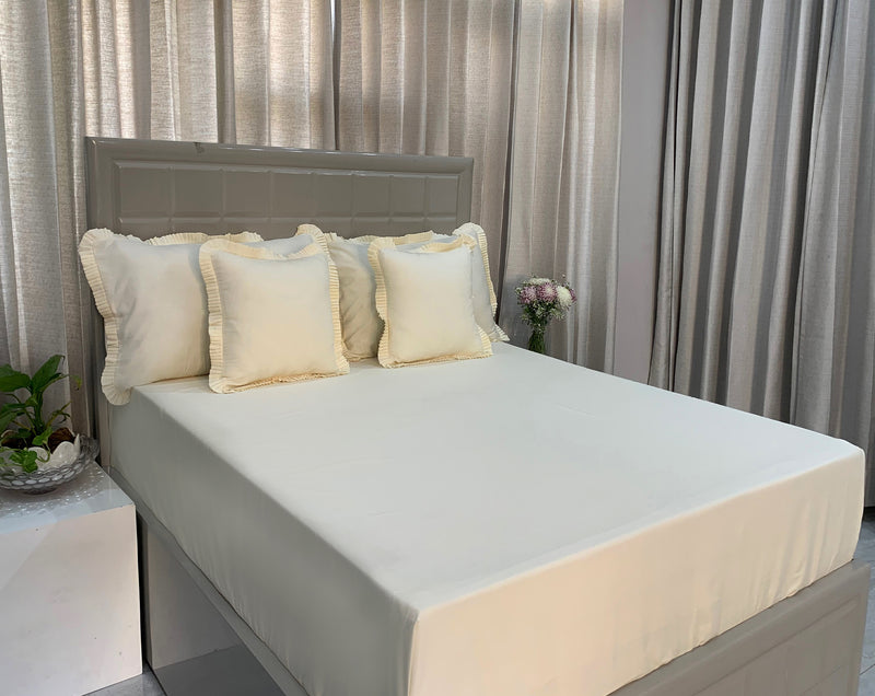 Coconut Milk White 300 Thread Count Bed Set by Limone Fresco.