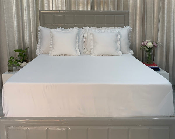 Achromatic White 700 Thread Count Bed Set by Limone Fresco.