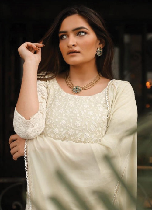 Sonali Malhotraa looks absolutely royal, regal and elegant in our Noor collection