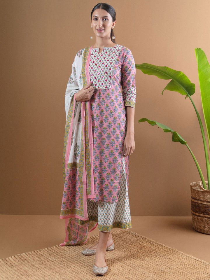 Sonali Malhotraa! She's looking easy breezy and fun, yet again in our printed pink suit set