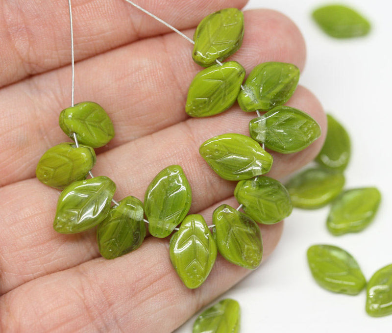 12x7mm Green leaf beads Czech glass leaves Mixed green - 25Pc