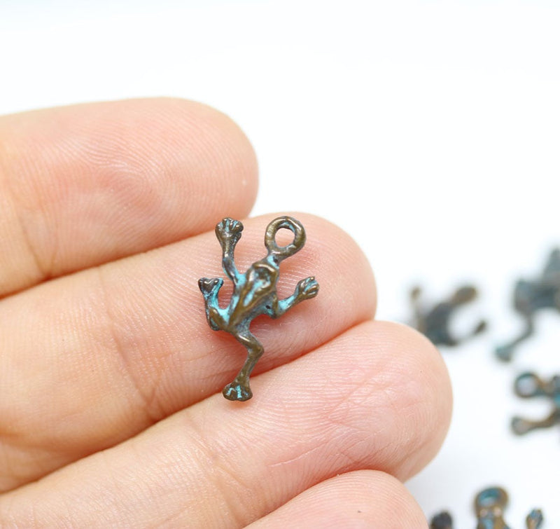 6pc Small jumping frogs charms Green patina