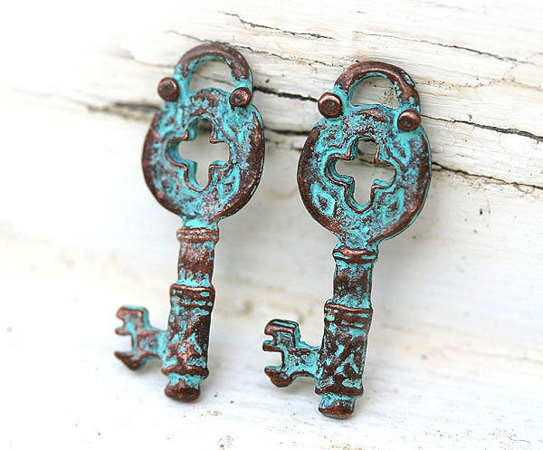 2pc Skeleton key charms, Green patina on copper 32x12mm