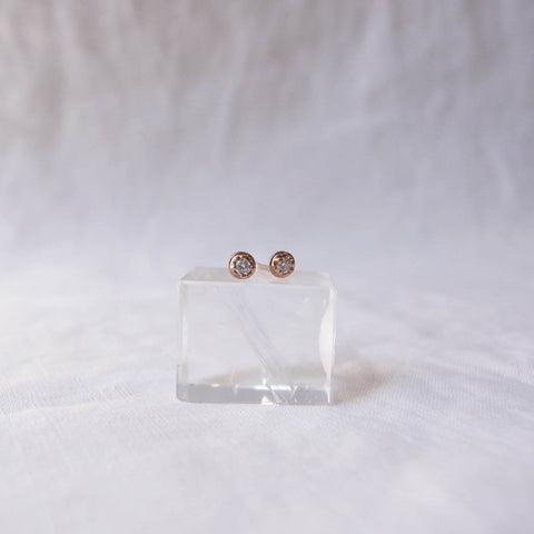 Diamond stud earrings - Prong setting