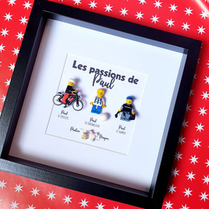 A frame made to measure with Lego bricks to highlight the passions of a loved one! Cyclist, footballer, gamer, geek, etc.