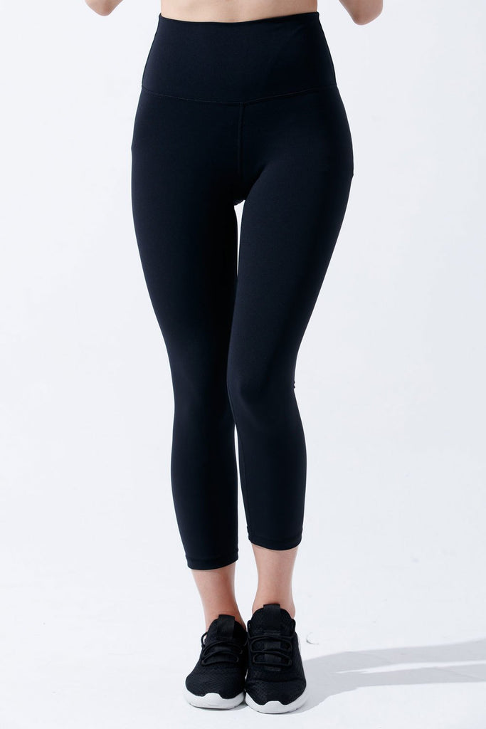 High-waist Dri-Fit Capri-Black - PrettyAim Thailand