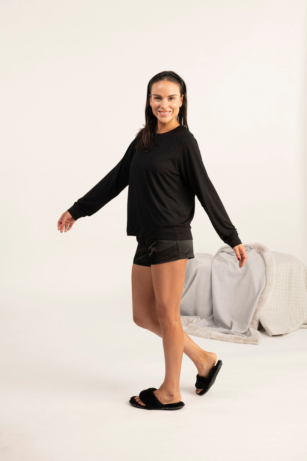 Long sleeve loose fit top in black