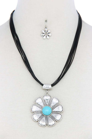 Flower Pendant Pu Leather Necklace