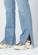 Load image into Gallery viewer, Close up - jeans with slit. Jeans med slits.