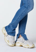 Load image into Gallery viewer, 'O-MORE' SHOE CUT JEANS