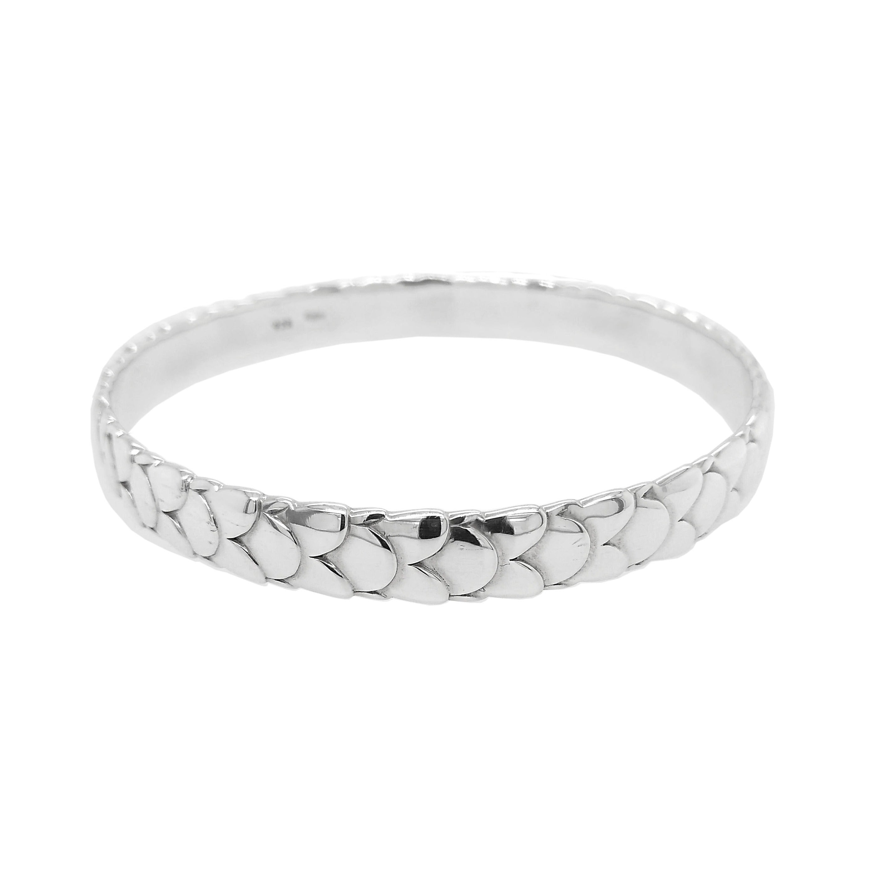 Silver Scale Pattern Round Bangle