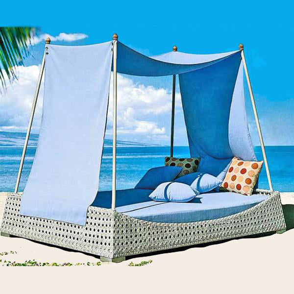 Outdoor Wicker Canopy Bed - Riviera