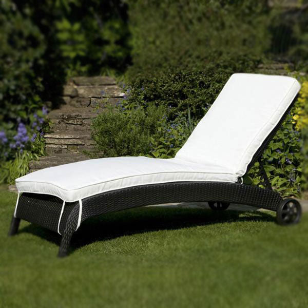 Outdoor Wicker Sun Lounger - Slide