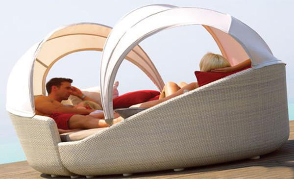 Outdoor Wicker Canopy Bed - Brownie