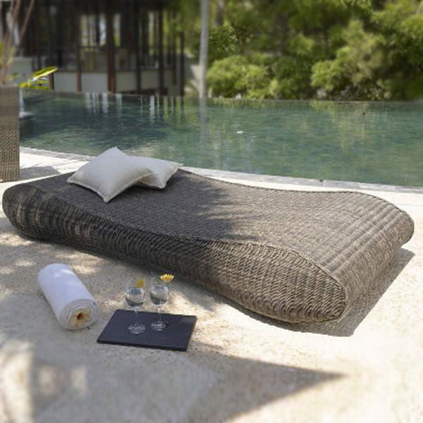 Outdoor Wicker Day Bed - Roller