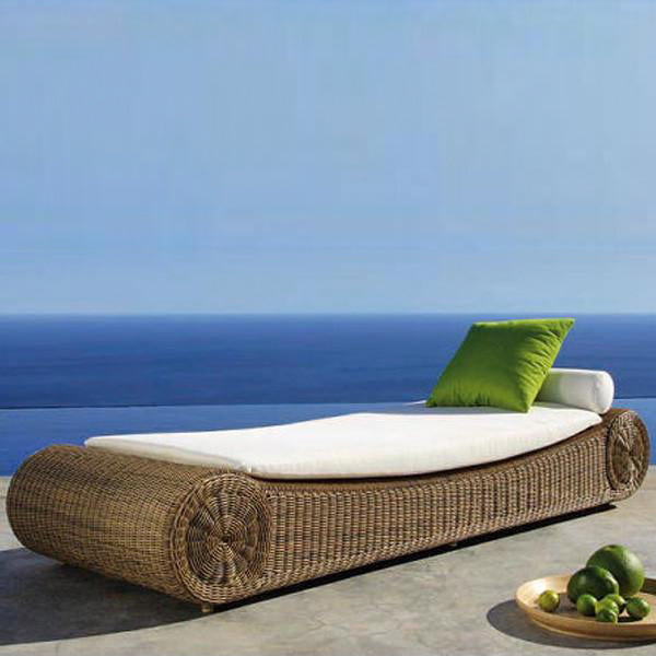 Outdoor Wicker Day Bed - Rollover