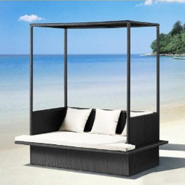 Outdoor Wicker Couch - Beach