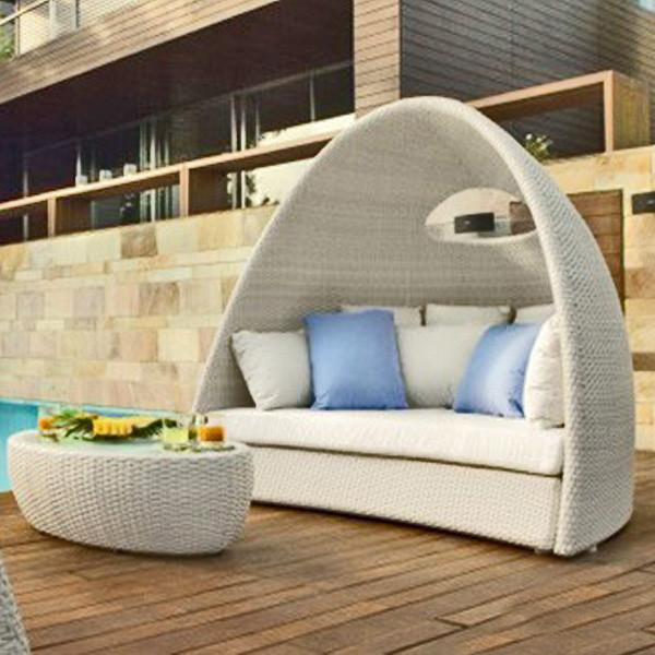 Outdoor Wicker Canopy Bed - Luxury