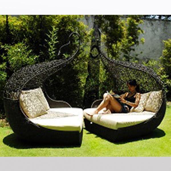Outdoor Wicker Canopy Bed - Twist