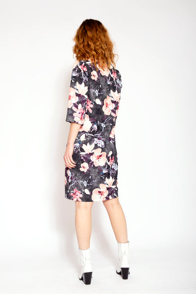Straight knee-length dress with floral print - Black