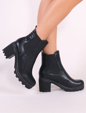 Ari Heeled Chelsea Boots in Black