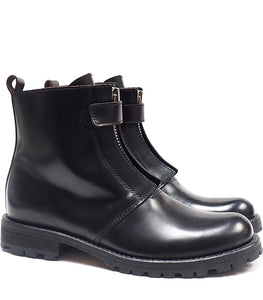Boots in black calf leather with single zip