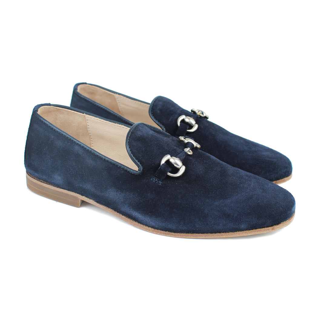 Slippers in blue suede and metal clamp