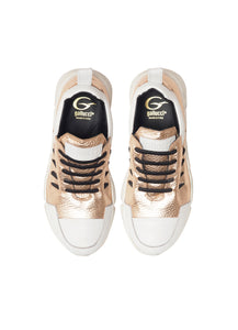Running in metallic effect champagne elk leather