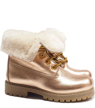 Load image into Gallery viewer, Boots in metallic effect champagne elk leather with fur