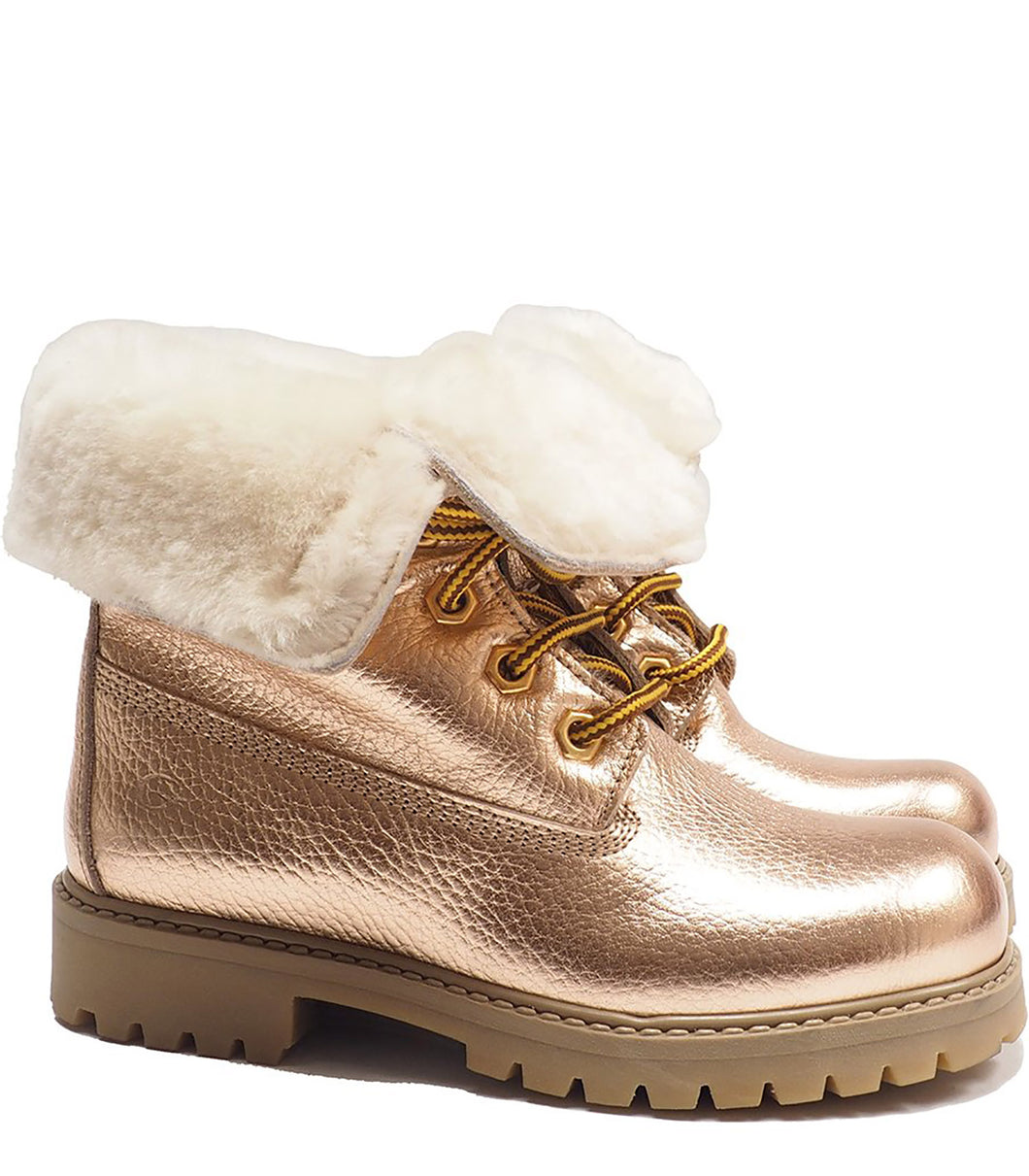 Boots in metallic effect champagne elk leather with fur
