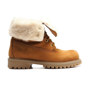 Boots with shearling