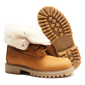 Boots in light brown nabuk with shearling